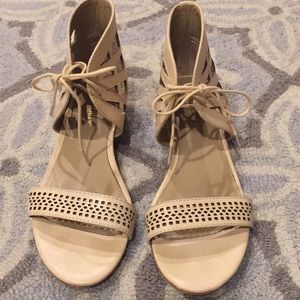 Nude small wedge sandals